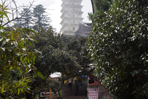 Jizu Shan (Jizu Mountain), at the top of the mountain, Tianzhu Peak (3.240m), where the Jinding Temple with the Lengyan Pagoda is
