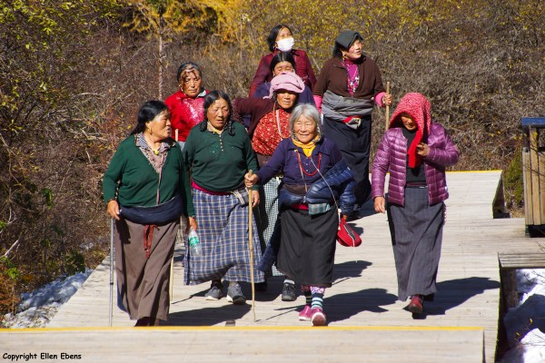 Huanglong National Park: a group of Tibetan women