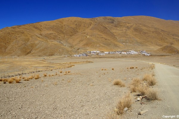 Village on the shore of Yamdrok Tso Lake