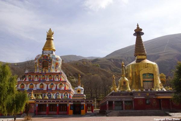 Stupas at Wutun Monastery, Rebkong