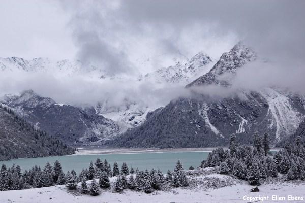 Yilhun Lhatso snow