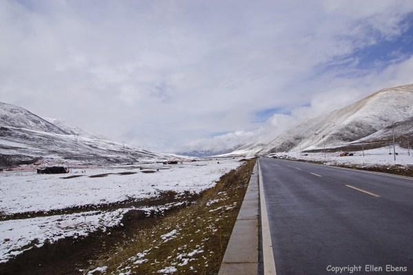 Kham snow nomad tent yaks road