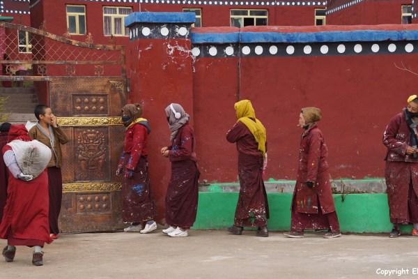Nangchen nuns building nunnery