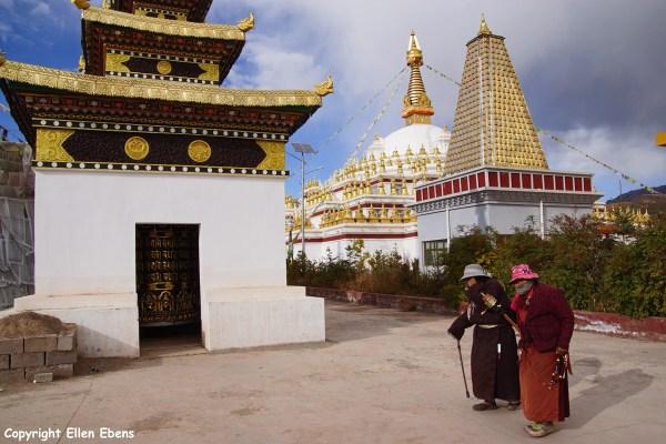 Nangchen town pilgrims stupa
