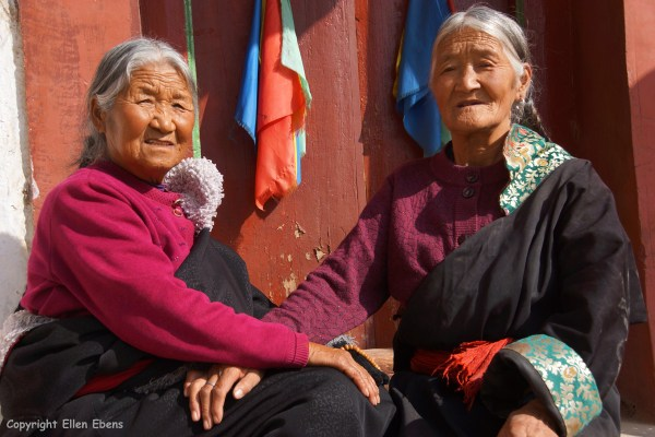 Rebkong Longwu Monastery women