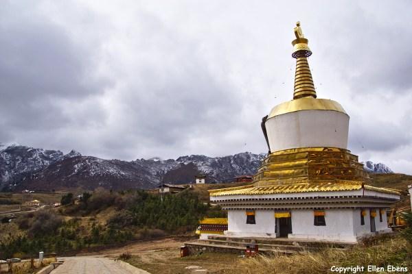 Langmusi monastery stupa