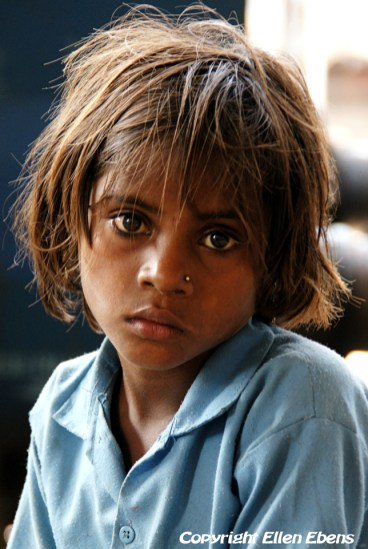 Young girl at the train station of Satna