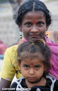 Mother and daughter at the city of Ujjain