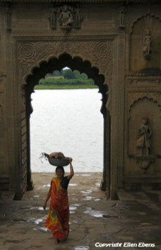 A woman entering the fort and palace of Maneshwar