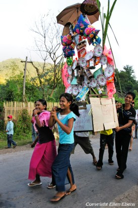 On the road from Toungoo to Kalaw, procession because of the New Moon Festival