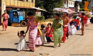 Pindaya, procession because of the New Moon Festival