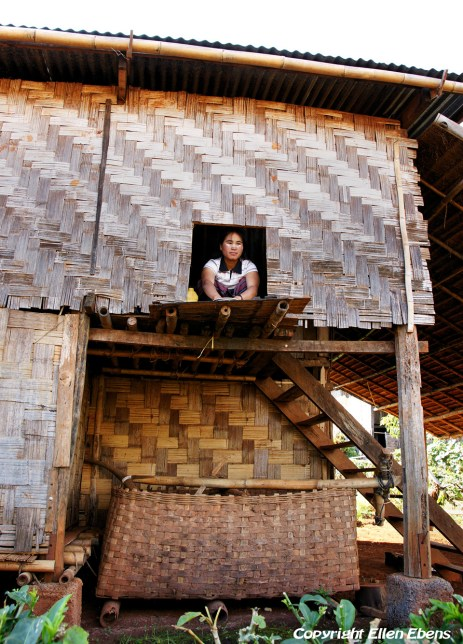 Visit to a little village on the road from Kakku to Inle Lake
