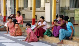 Pyay, a family at the Shwehsandaw Pagoda