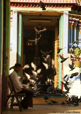 Yangon, at the entrance of a Hindu Temple