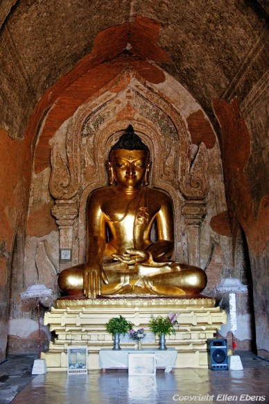 Bagan, Buddha statue at the Htilominio Temple