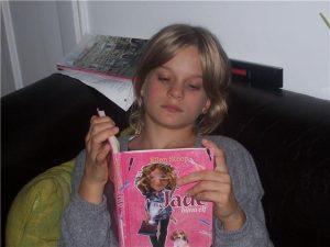 Saran leest in 'Jade bijna elf'