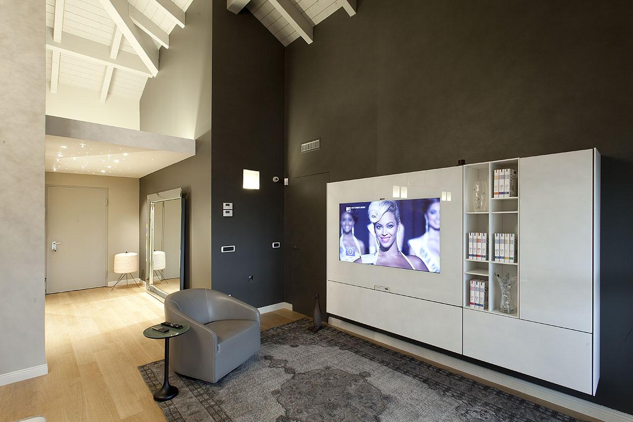 Total design in mansarda - Zona TV