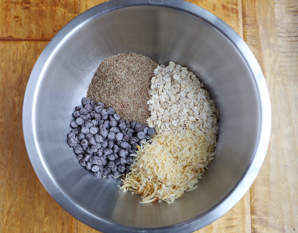 No Bake Energy Bite Recipe | St. Louis Family & Lifestyle Blogger Liz of Ellie And Addie