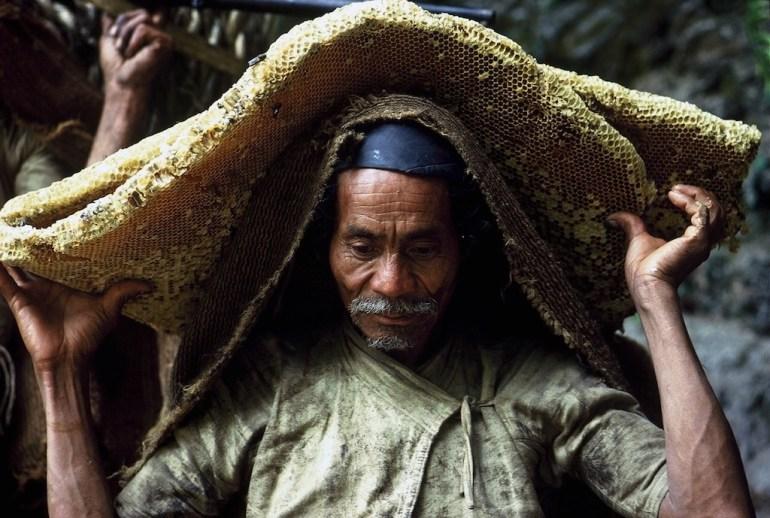 honey hunter nepal eric valli