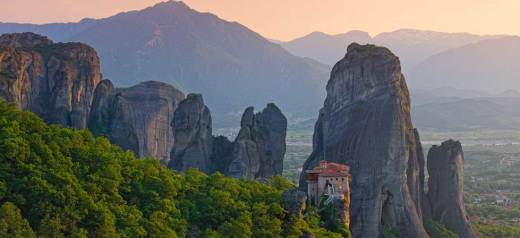 "Huffingtonpost's tribute to Meteora as the town ""In The Middle Of The Sky"""