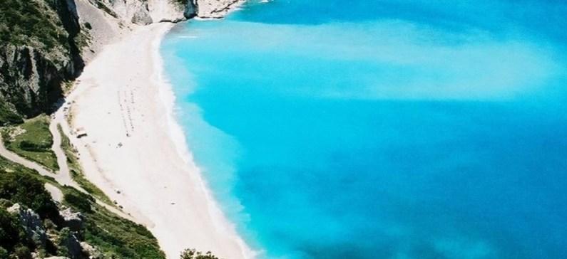 Οι παραλίες της κόβουν την ανάσα