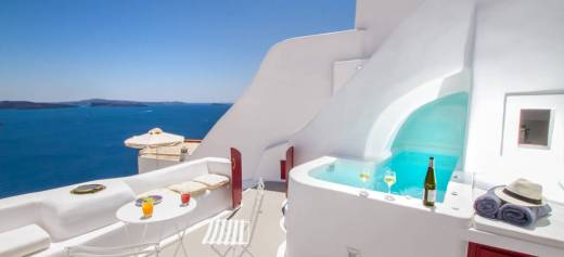 A cave house in Santorini among the most wishlisted homes for 2018