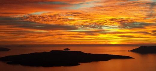 8 λόγοι για να πάτε διακοπές στη Σαντορίνη