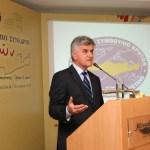 Ο Πρόεδρος τής Βουλής των Ελλήνων Φίλιππος Πετσάλνικος απευθύνει χαιρετισμό προς τους ομογενείς Συνέδρους