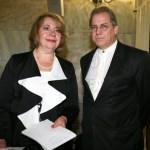 Η αντιπρόεδρος του Ιδρύματος GEORGE BEST COSTACOS Ντόρα Ζιώνγκα με τον Τριπολίτη παραγωγό συναυλιών Τάκη Kόκκορη