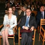 Η Χρυσάνθη Λεβέντη του Ιδρύματος Δράσης κατα του καρκίνου του Μαστού μαζί με τον τιμόμενο Δρ. Σταύρο Γεωργιάνο.