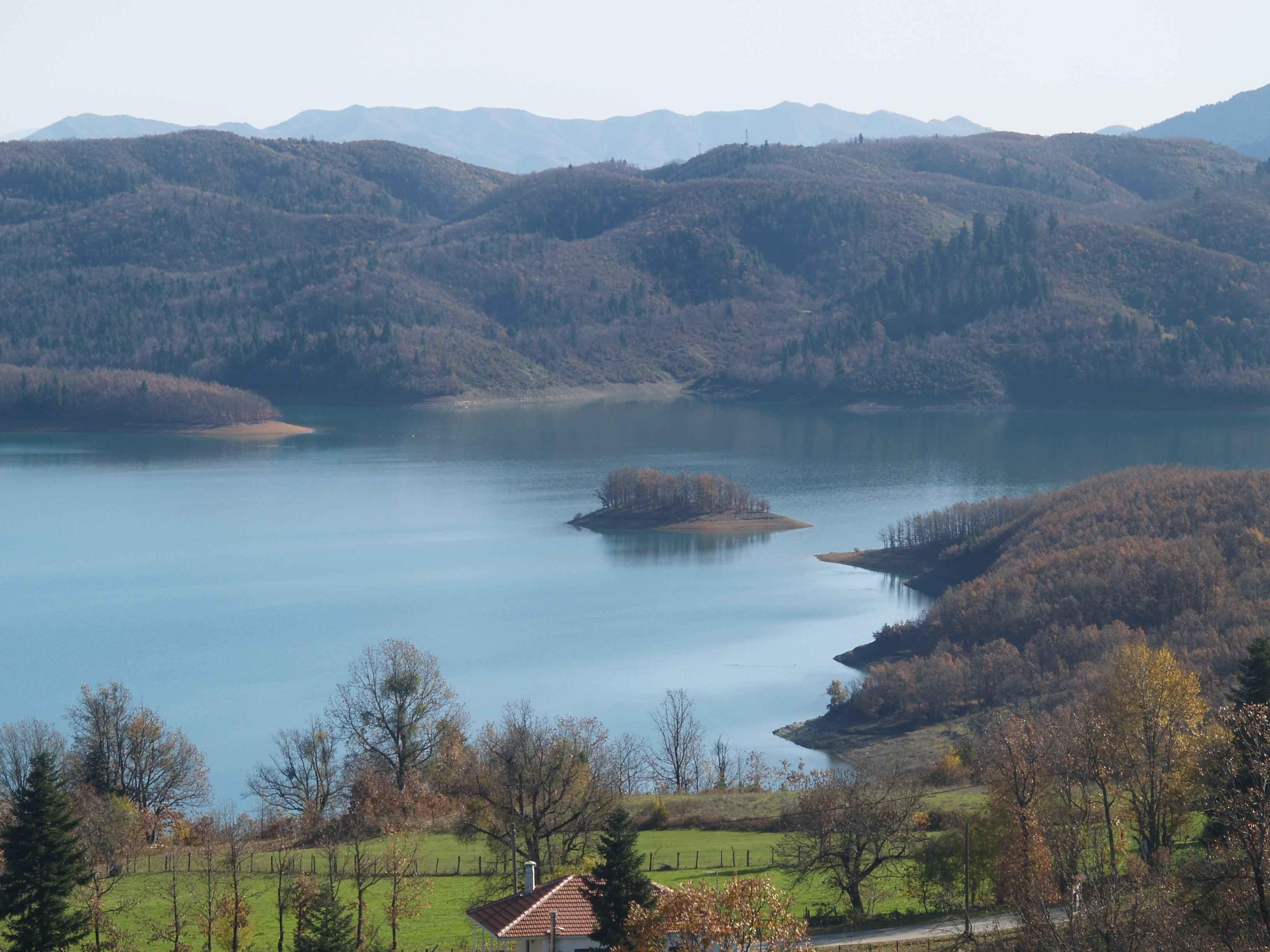 Οδοιπορικό στη Λίμνη Πλαστήρα - ELLINIKI GNOMI • Die Zeitung der Griechen  in Europa.