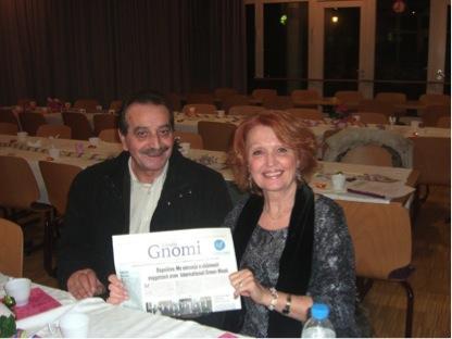 """(πριν την έναρξη της εκδήλωσης  ο Πρόεδρος του συλλόγου και η προσκεκλημμένη Ελληνίδα συγγραφέας διαβάζουν την """"Ελληνική Γνώμη"""")"""