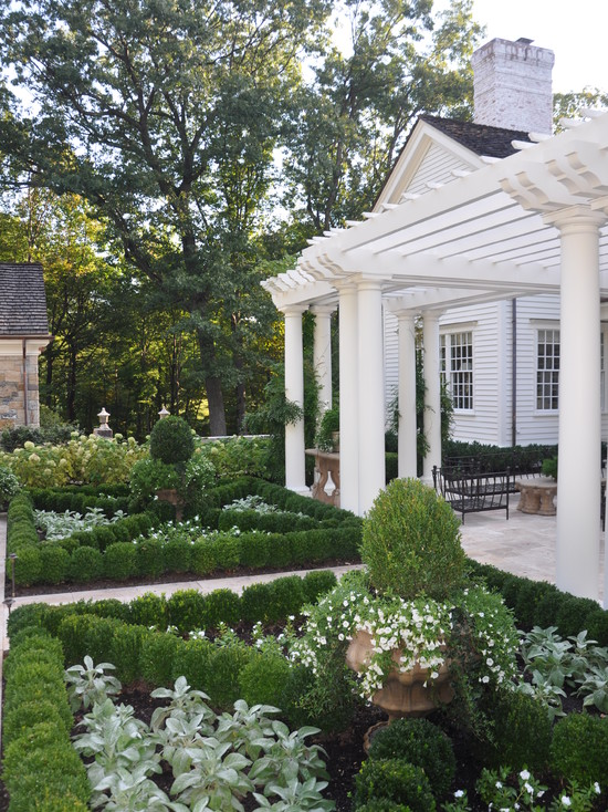 A Classic Country White Garden (New York)
