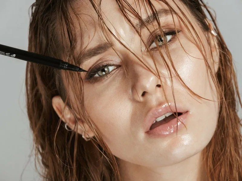 Waterproof Makeup For A Rainy Day - Ellis James Designs