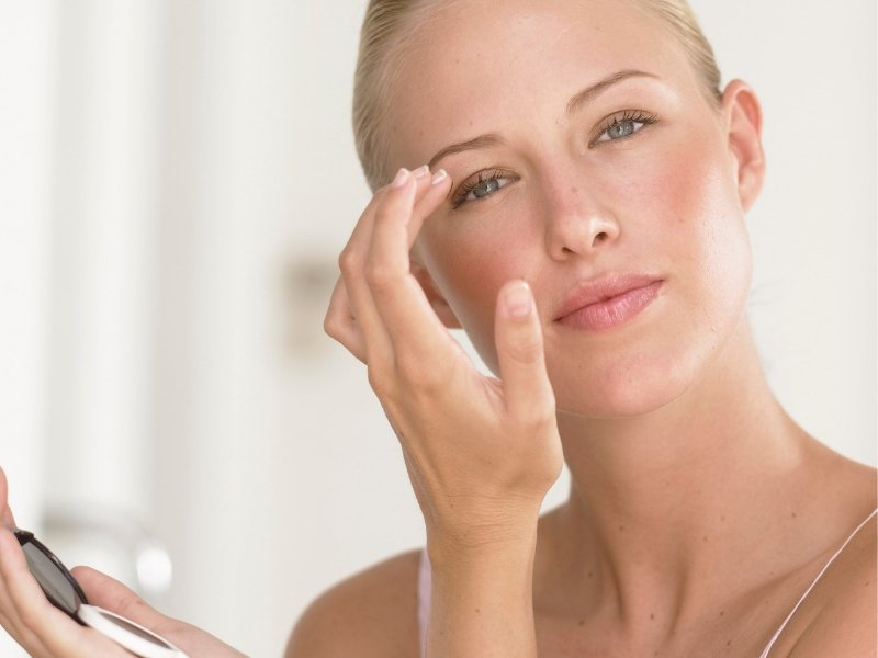 7 Best Under Eye Primers for Wrinkles - Ellis James Designs