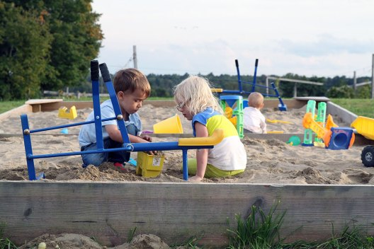 kids Playing in the sandbox at Ellms Family Farm near saratoga