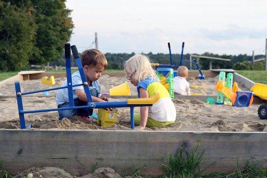 kids Playing in the sandbox at Ellms Family Farm near saratoga