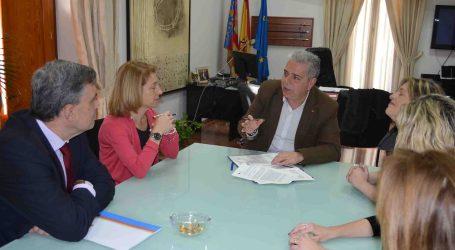 El Ayuntamiento de Moncada y el CEU firman un convenio para controlar y estirilizar a los gatos callejeros