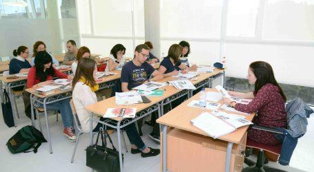 El nuevo Centro Cultural de Paiporta acoge a los 700 alumnos de la EPA y la EOI