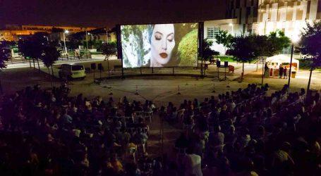 Éxito de público en la primera noche de cine de verano en Mislata