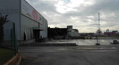 Controlado el incendio de la nave de Cárnicas Estellés en Paterna