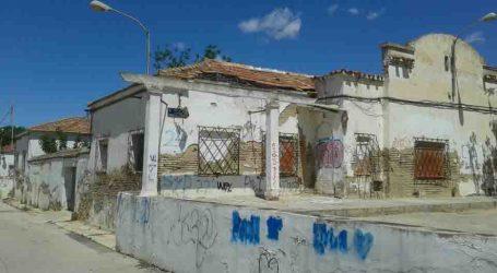 Compromís per Paterna vol una solució per a les vivendes militars de Campament