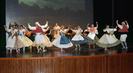 Una exposición en La Rajoleria de Paiporta cierra los actos del 20 aniversario del Grup de Danses Sant Roc
