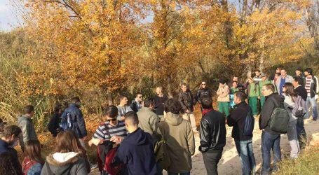 Jornada de plantación de vegetación autóctona en la ribera del río Turia a su paso por Paterna