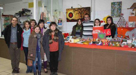 El mercado municipal de Paterna inaugura el puesto de artesanía del Patronato Francisco Esteve