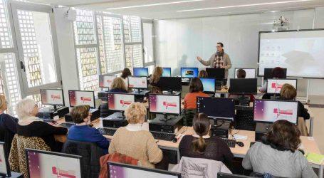 Mislata ayuda a mujeres sin conocimientos informáticos a superar la brecha digital de género