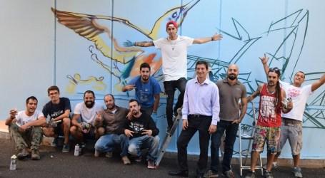 Artistas locales ilustran con grafitis inspirados en Valencia el túnel y paso del Camp del Cigronet