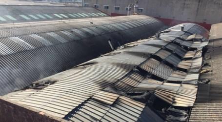 Cinco heridos en un incendio en una fábrica de tableros de Albal