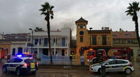 Un cortocircuito provoca un incendio en un restaurante de La Patacona