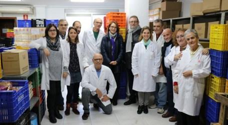 La Fundación Isabel dona 12.000 litros de leche y 500 de aceite al Punto de Alimentos de Torrent